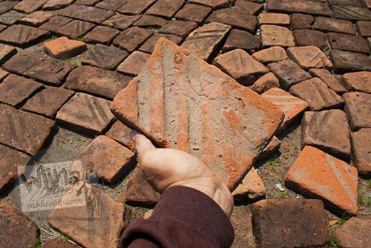 karakteristik ciri-ciri khas perbedaan batu bata kuno yang dipakai menyusun Candi Surowono, Kediri