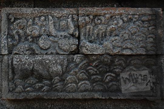 relief cerita tantri fabel kerbau dan buaya di Candi Surowono, Kediri