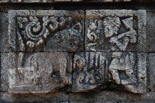 relief cerita tantri harimau fabel dibangkitkan dihidupkan dari mati di Candi Surowono, Kediri