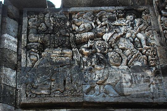 relief raksasa jahat bernama niwatakawaca yang hendak mengacau kahyangan sesuai kakawin arjunawiwaha, di Candi Surowono, Kediri