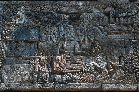 relief batara indra menugaskan dewi supraba menggoda arjuna sesuai kakawin arjunawiwaha, di Candi Surowono, Kediri