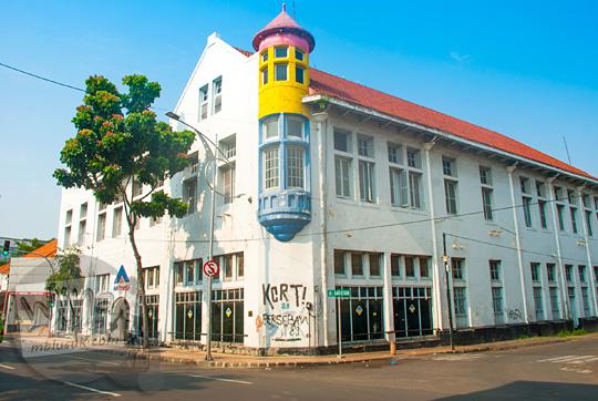 cerita angker gedung tua peninggalan belanda di jalan veteran surabaya dipakai kantor aa energy