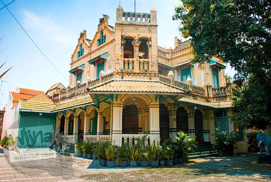 rumah tua antik peninggalan belanda di Gresik yang jadi kantor galeri batik gajah mungkur