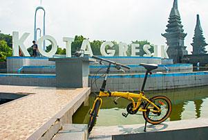 Dari Surabaya ke Gresik Naik Sepeda Lipat