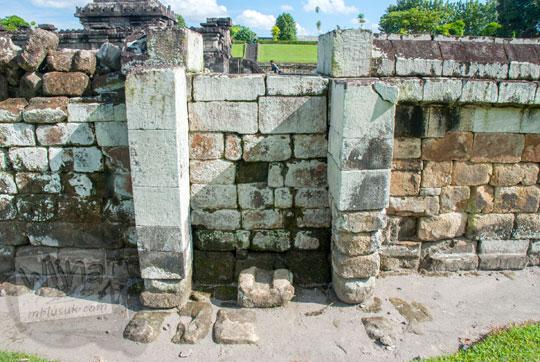 cerita alasan kenapa gerbang utara di pagar dalam Candi Sambisari di Yogyakarta ditutup batu