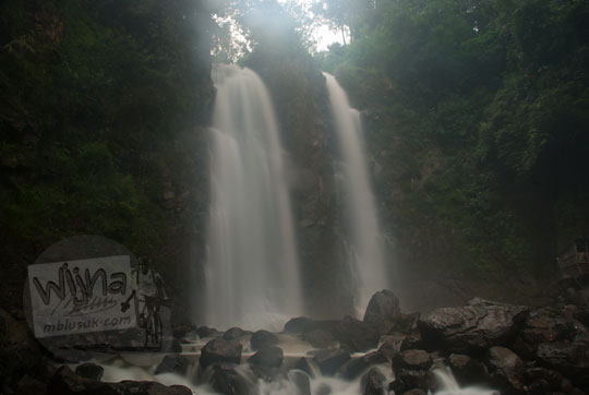 contoh hasil foto curug cinulang di sumedang jawa barat dengan memakai dslr nikon d80 dan gabungan stacking tumpuk filter neutral density proii mc nd1.8 64x haida dan filter variable density 3-400 hoya