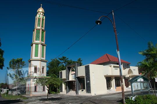 suasana di sekitar masjid at-tauhid plumbon ngaglik sleman dengan filter cpl(w) athabasca