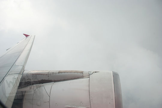 tips mengatasi cuaca buruk penerbangan