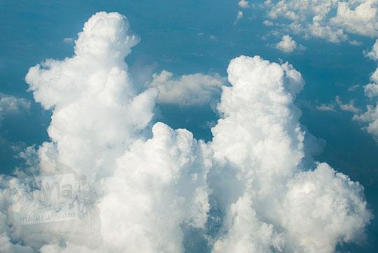 penampakan awan mirip orang