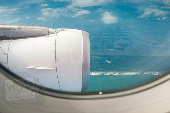 pemandangan pesawat menyusuri pantai selatan jawa
