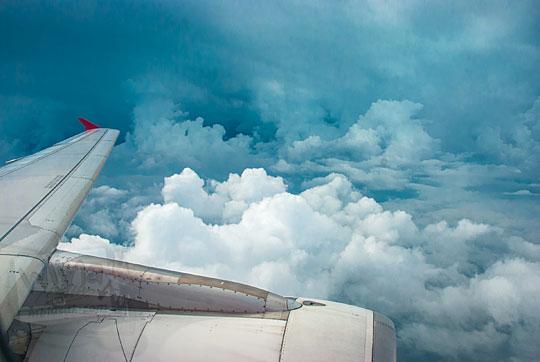 analisis ancaman turbulensi awan badai pada pesawat air asia