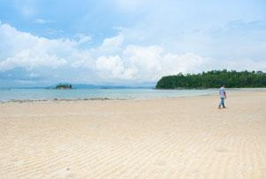 Blusukan di Pulau Lingga: Masuk Hutan ke Pantai Moyang