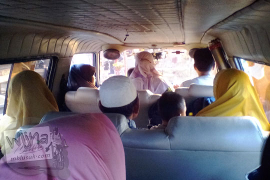 jadwal keberangkatan tarif ongkos penumpang suasana superben dari pasar kuok menuju Desa Tanjung lewat Desa Muara Takus, Kampar, Riau pada April 2016