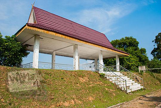 bekas dermaga pelabuhan kuno di sisi tanggul buatan Kompleks Candi Muara Takus Riau