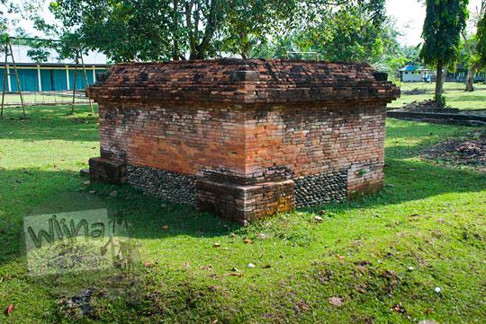 wujud bangunan candi kecil yang unik di dekat tanggul buatan Kompleks Candi Muara Takus Riau