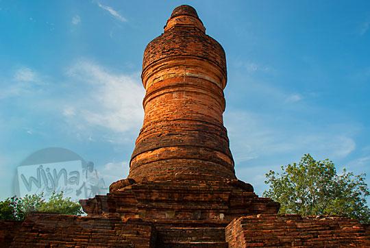 wujud bentuk stupa menara candi mahligai di kompleks percandian muara takus riau mirip seperti lingga atau alat kelamin pria penis yang besar