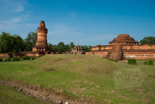 mitos cerita bukti gundukan tanah situs tempat pembakaran mayat zaman kerajaan sriwijaya di kompleks percandian muara takus riau