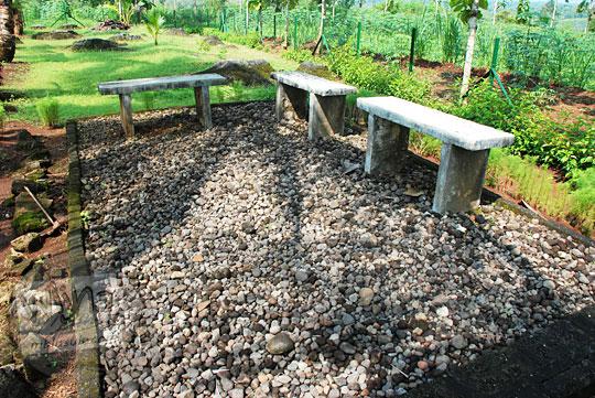 perusahaan lelang tender pengadaan fasilitas bangku semen tempat duduk wisatawan di halaman taman situs sokoliman bejiharjo karangmojo gunungkidul