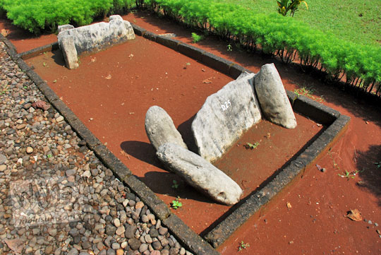 cerita kisah misteri kuburan batu purba prasejarah angker sering penampakan wanita situs sokoliman bejiharjo karangmojo gunungkidul