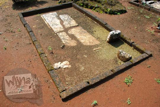 asal usul sejarah mitos warga di balik bentuk unik sejumlah kubur batu sarkofagus peti mayat purba prasejarah koleksi situs sokoliman bejiharjo karangmojo gunungkidul