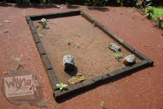 download hasil penelitian tugas akhir foto mahasiswi cantik ugm uny uii topik kubur batu punden sarkofagus dolmen menhir purbakala prasejarah situs sokoliman bejiharjo karangmojo gunungkidul