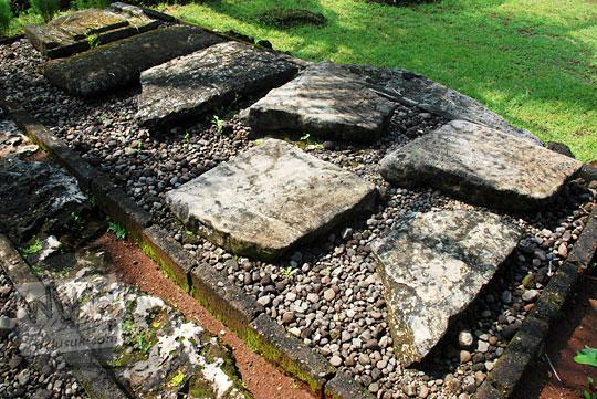 penelitian cerita rakyat sejarah asal usul latar belakang orang yogyakarta zaman dahulu membuat menhir dolmen sakral mistis bentuk unik aneh koleksi situs sokoliman bejiharjo karangmojo gunungkidul