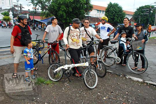 rute jalan bersepeda di kota yogyakarta menuju alun-alun utara keraton yang ramah anak dan cocok untuk mengajari balita anak kecil latihan bersepeda