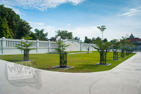 taman indah luas baru hasil proyek revitalisasi kompleks kepatihan danurejan