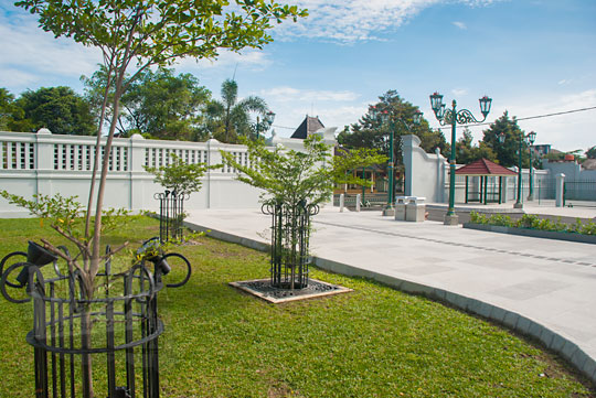 trotoar lengkung taman baru kompleks kepatihan danurejan yogyakarta