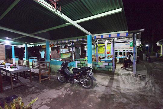 suasana malam di warung bakmi jawa colo kretek bantul yogyakarta pada tahun 2018