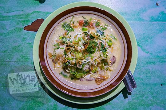 kuliner tradisional khas yogyakarta yang enak dan murah adalah bakmi jawa godhog di warung bakmi colo di desa donotirto kretek bantul