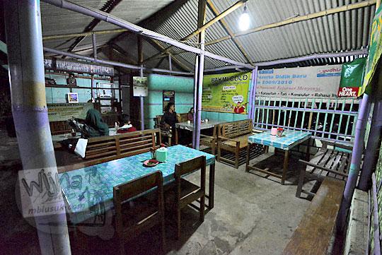 area makan lesehan di warung bakmi jawa colo di desa donotirto kretek bantul yogyakarta pada tahun 2018