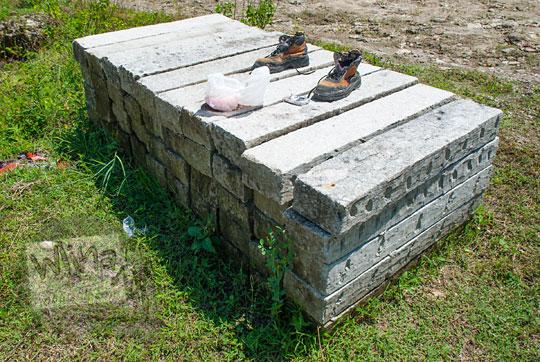harga jual batu alam putih panjang dari tambang tebing breksi Prambanan Sleman Yogyakarta pada April 2017