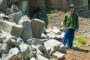 Thumbnail artikel blog berjudul Kisah Pak Gatot sang Penambang Batu Tebing Breksi