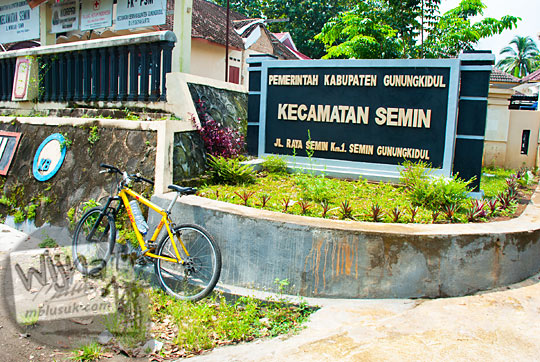 tampak luar lokasi alamat kantor kecamatan semin di gunungkidul yogyakarta