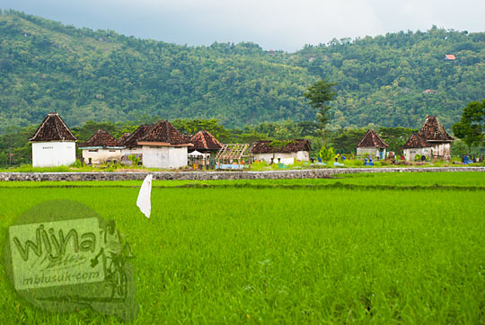 alamat lokasi pemakaman angker di tengah sawah di kecamatan wedi klaten berlatar bukit indah