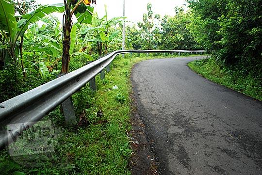 kondisi tanjakan pagar pembatas jalan cinomati dari desa wonolelo pleret bantul