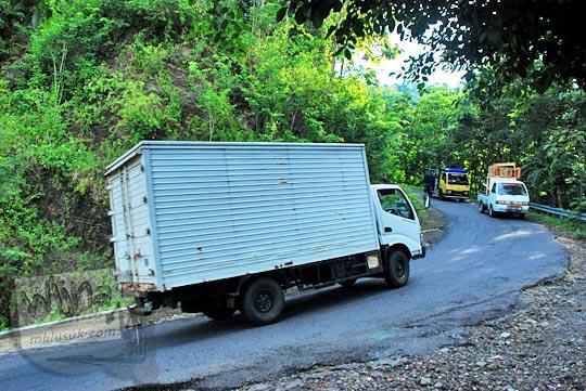 tips agar kendaraan motor mobil truk pickup kuat melewati tanjakan cinomati