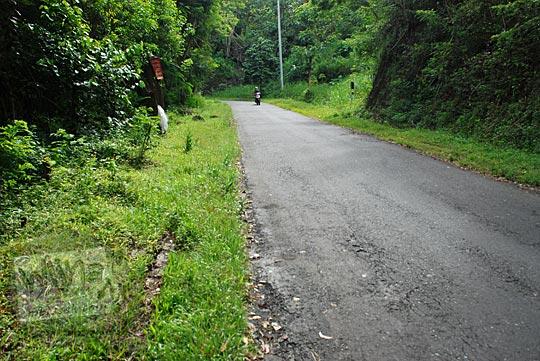 ruas jalan cinomati yang relatif datar tidak nanjak di kabupaten bantul