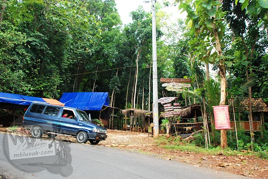 warung angkringan unik puncak tanjakan cinomati wilayah desa terong kecamatan dlingo