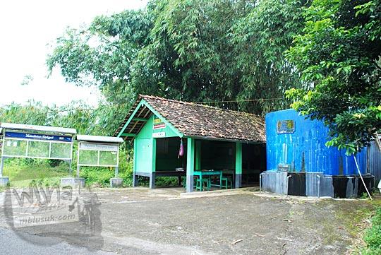kondisi suasana pos ronda bagus komplit nyaman di dusun kebokuning desa terong kecamatan dlingo