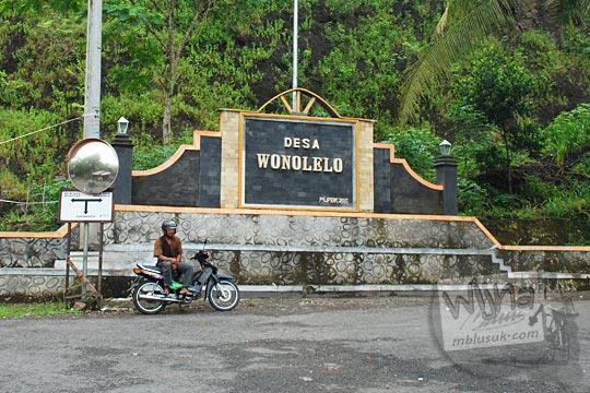 tugu nama desa wonolelo pleret bantul dekat pasar wonolelo di kecamatan pleret