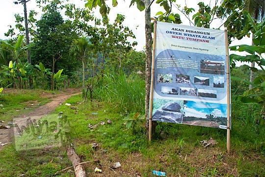 papan petunjuk arah ke objek wisata alam watu tumpang di desa ngalang gedangsari gunungkidul yang masih perawan