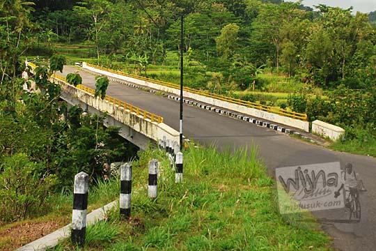 foto jadul lama zaman dulu jembatan sungai kali ngalang arah hargumulyo gedangsari gunungkidul