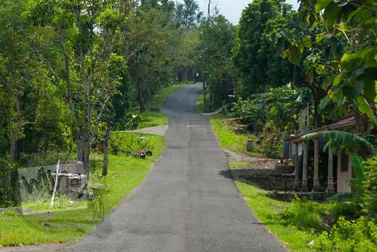 ruas jalan tanjakan di dusun jatibungkus desa hargomulyo gedangsari gunungkidul arah ke pertigaan watu gajah green village