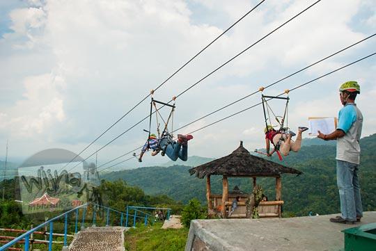 serunya main flying fox green village gedangsari gunungkidul yang paling tinggi dan paling panjang di asia tenggara