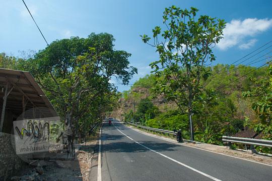 letak dan penampakan ruas jalan raya menanjak panjang semanu ke arah ponjong gunungkidul