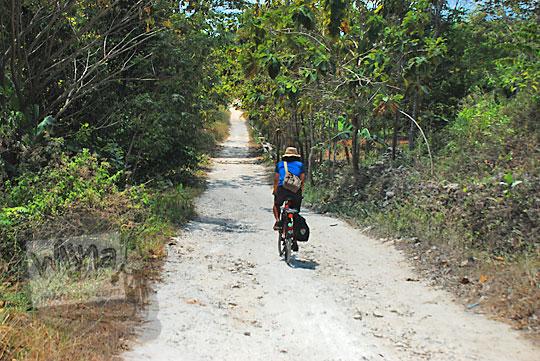 medan kondisi ruas jalan batu kapur dari pertigaan bedoyo ponjong ke arah perempatan desa karangasem