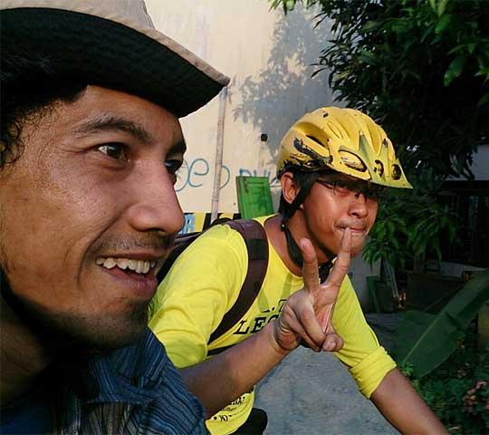 cerita kisah blog mawi wihikanwijna dan raditya an jati naik sepeda dari Kota jogja ke wonosari tujuan ponjong dengan total jarak 60 kilometer lebih