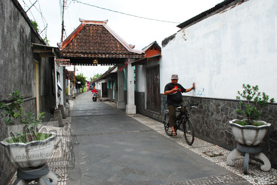 cerita mistis seputar bangunan peninggalan belanda bernama pos malang di gang soka dekat rumah pocong di banguntapan kotagede yogyakarta